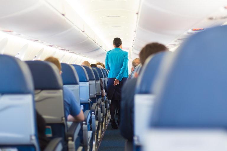 Jak przygotować się do podróży samolotem? - wnętrze samolotu