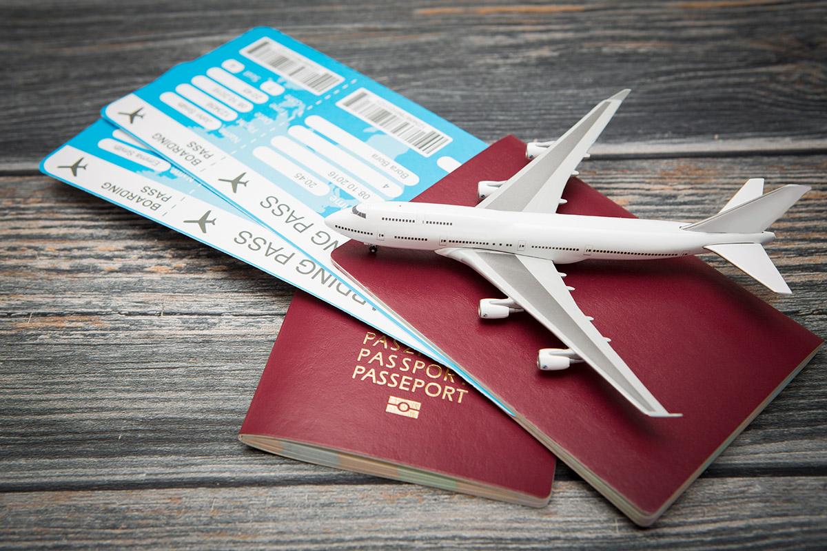 Jak przygotować się do podróży samolotem? - bilety i dokumenty