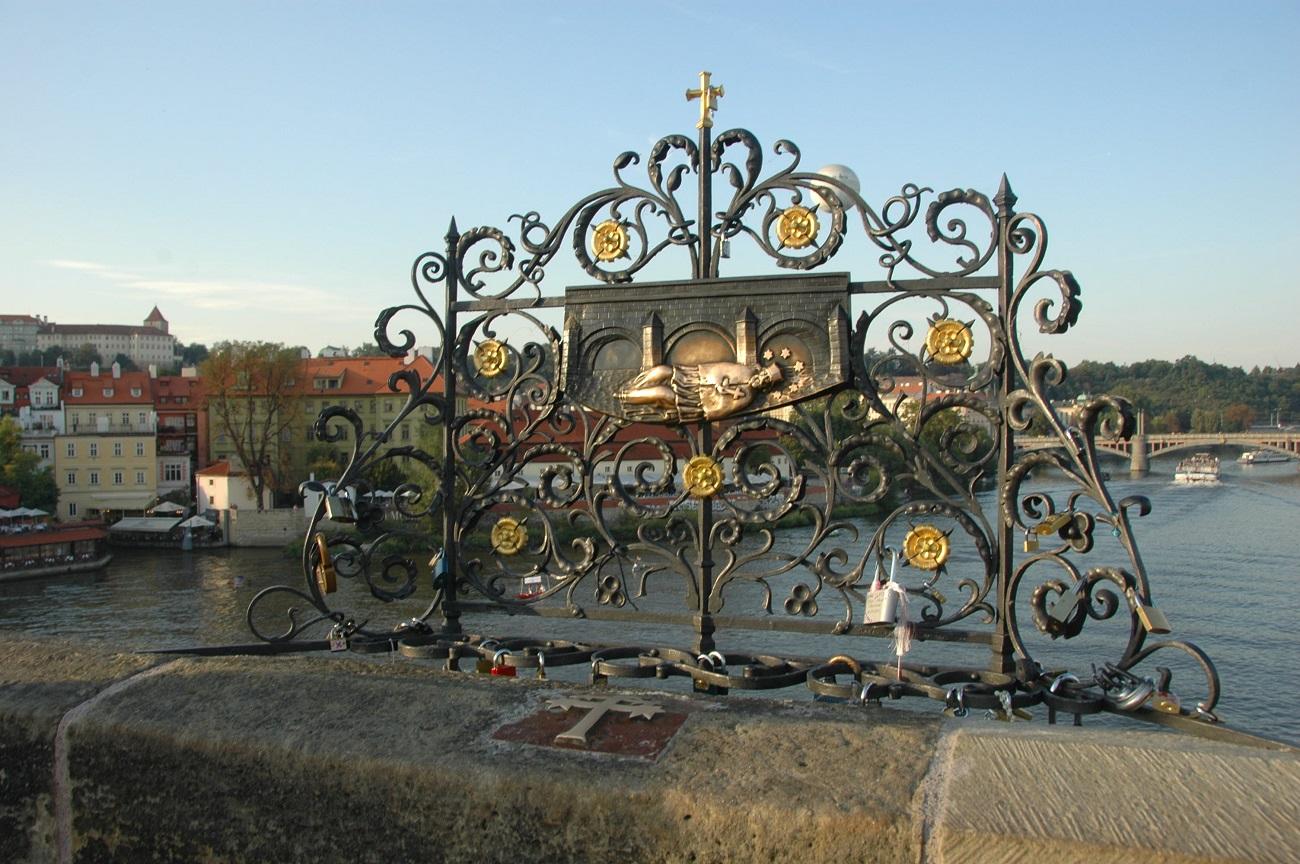 Walentynkowe zwyczaje i tradycje na świecie - Most Karola w Pradze