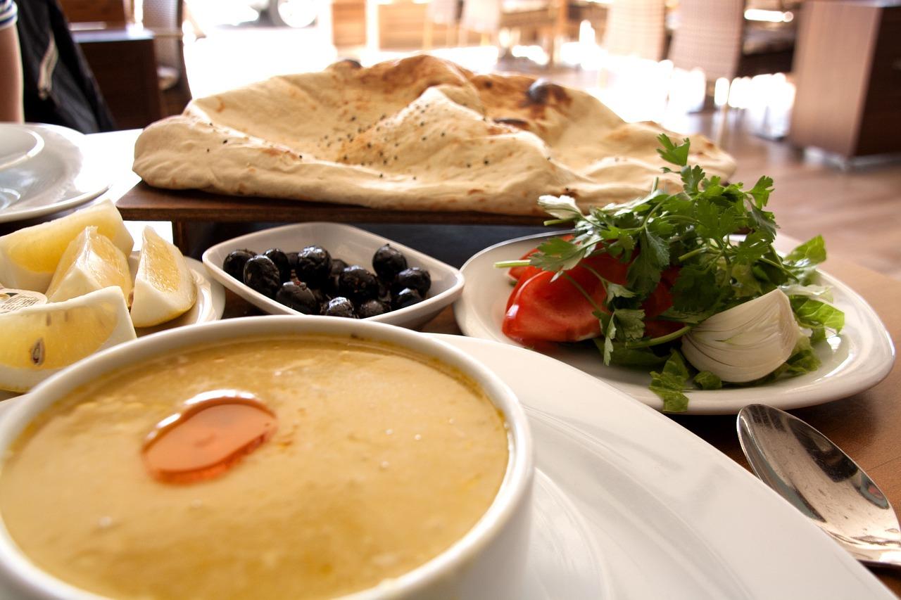 Czym charakteryzuje się kuchnia turecka?